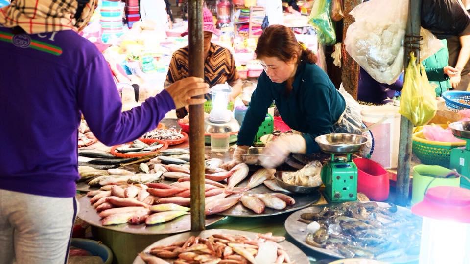 Du lịch Quy Nhơn kinh nghiệm mua sắm toàn tập ở chợ đầm thiên đường hải sản